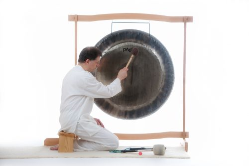 Gong spielen lernen bei Satya Singh in Gongausbildung